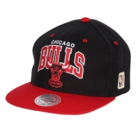 Mitchell & Ness Team Arch Snapback Chicago Bulls - One Size
